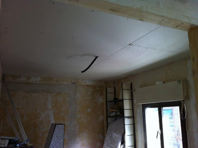 Se empieza a colocar pladur en falsos techos