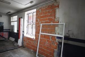 Tabicado interior de antigua puerta de garaje en local. #Litecon