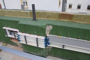 Instalación de fontanería en cubierta por #instalaciones abril, con tubo de #uponor Q&E evolution en canaleta de #unex