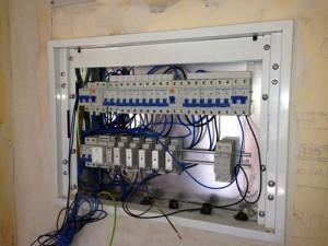Cuadro y automáticos de #chint en vivienda con cable de #general cable y con domótica de #casacom instalada por #imeyca