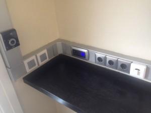Canaletas para mecanismos en showroom de #unex
